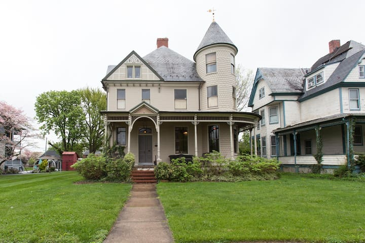 10 Clarke, Historic Downtown: Lace - Frederick - Bed & Breakfast