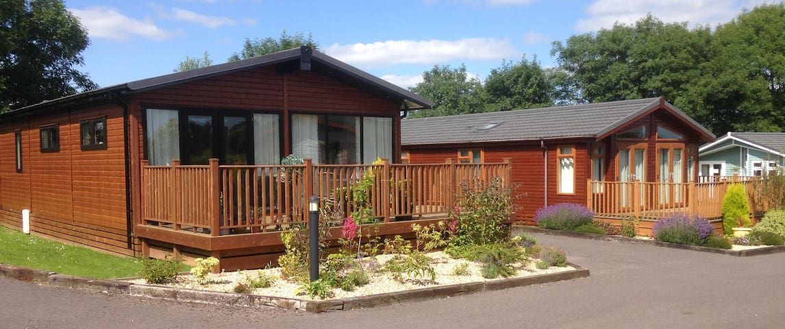 2 Bedroom Deluxe Lodge at Blossom Hill - Honiton - Chalé