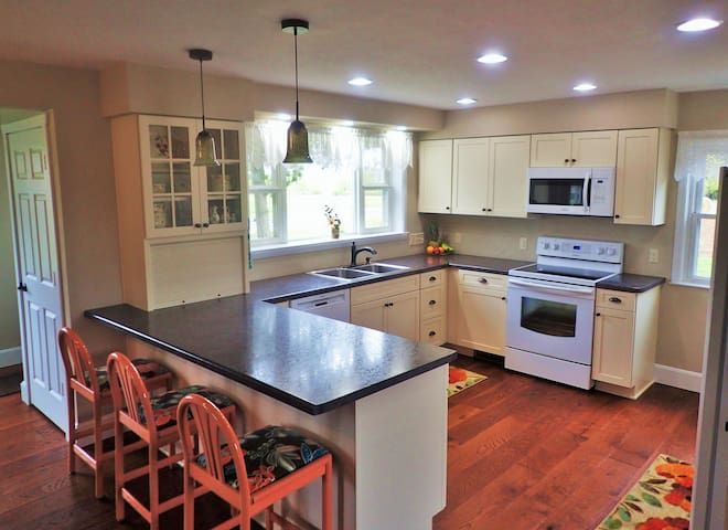 Newly Renovated Country Home - Elkhart Lake - Дом