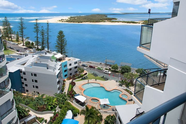 2 Bedrooom Ocean Views & Facilities - Caloundra - Huoneisto