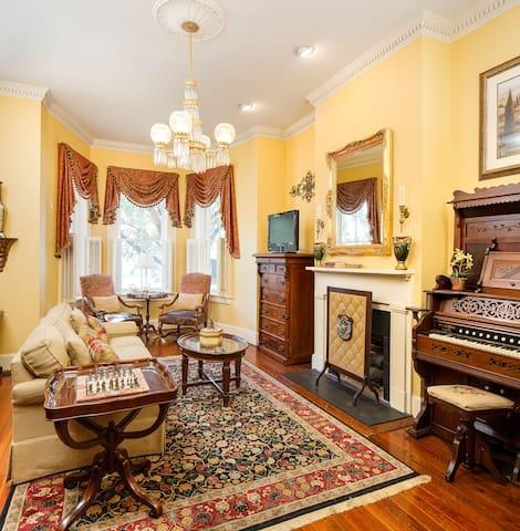 Savannah Villas -- Exquisite 4 BR Home Downtown - サバナ - 別荘