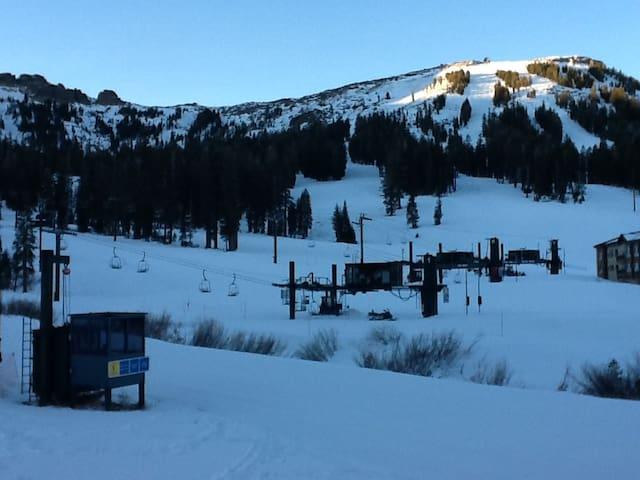 SLOPESIDE - Ski- In/Ski-Out Condo - Kirkwood