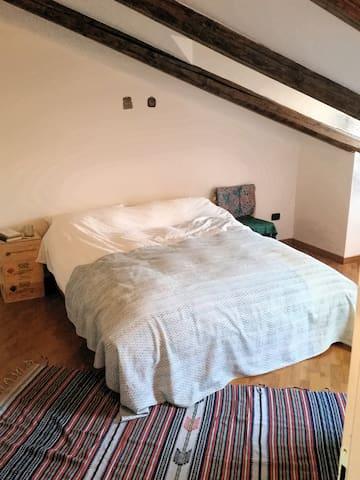 Mansarda/Attic Appartamento nel Centro Storico Bra - Bra - Lägenhet