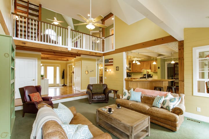 Classic Farmhouse on Country Acres - Thompson Station - Hus