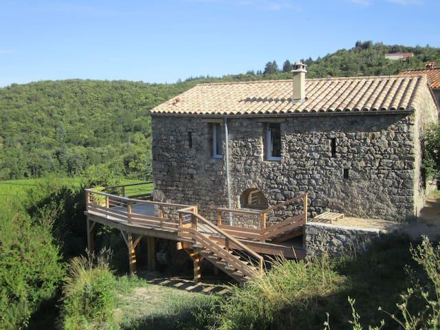 Maison typique en Cévennes dans la nature - Mandagout - Casa
