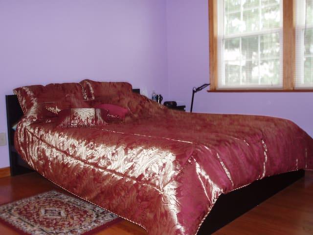 Convenient to NYC, 2nd Floor Spacious Bed Room - Elmwood Park - Huis