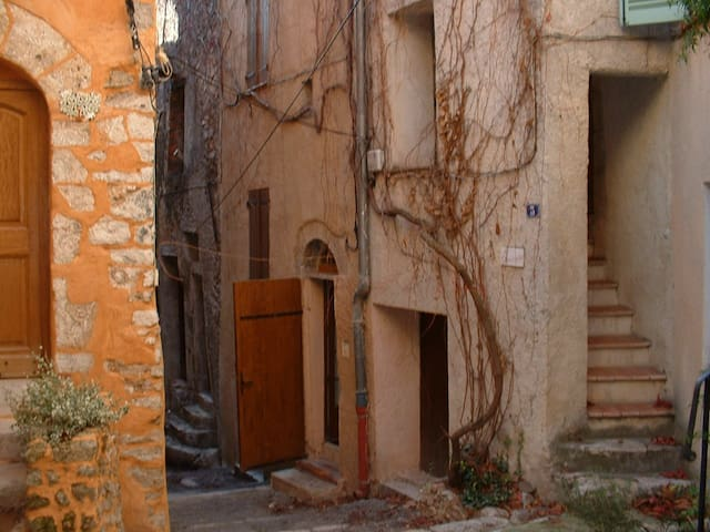 """maison  de village """"comme chez soi"""" - Aups - Casa"""