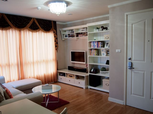 Wow! Decorated 1 BR high-rise apt. - Nonthaburi - Apartamento