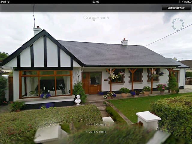 Family Home by the Sea - Donabate - Talo