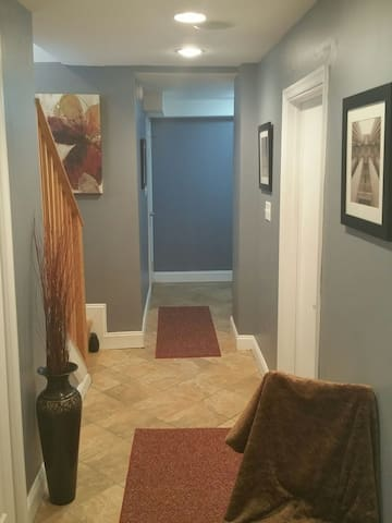 Basement Suite w/Private Parking & Space for 6 - Suitland-Silver Hill - Daire