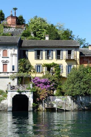 Villa Isola di S.Giulio 9 posti letto , giardino - Orta San Giulio - Villa