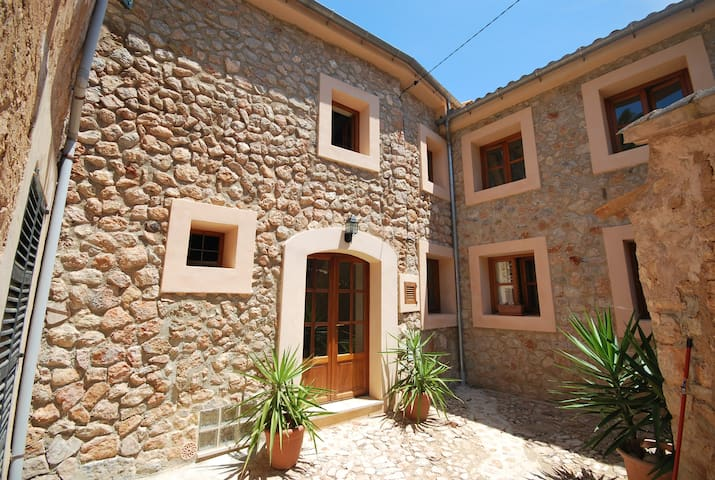 Townhouse with Roof Terrace in Fornalutx - Fornalutx - Talo
