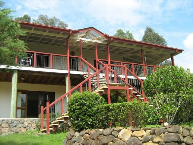 Country hideaway sleeps up to 10 - Mooloolah Valley - Casa