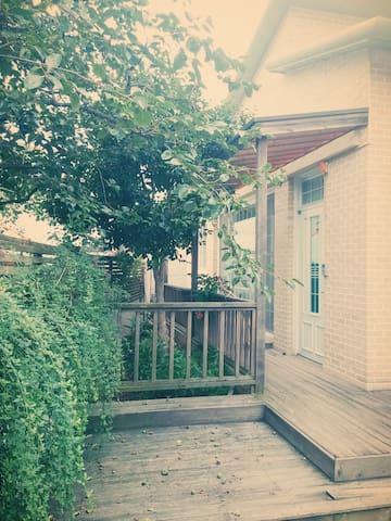 HOUSE of CAMELLIA  도시민박업등록으로 외국인만 등록가능합니다. - Gwangju - Dům
