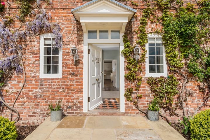 King size room with ensuite shower - Cheshire West and Chester - Pousada