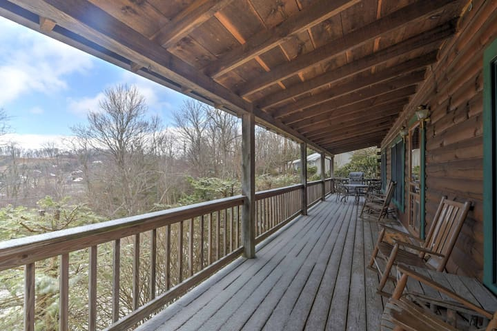 NEW! 2BR Boone Cabin on Spacious Lot w/ Large Deck! - Boone - Cabin