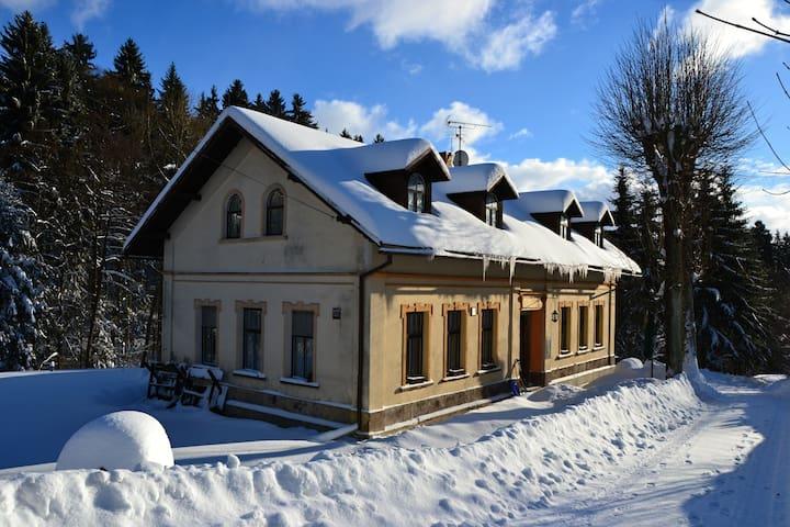 U Lípy - pension a restaurace v Krkonoších - Vysoké nad Jizerou - Гестхаус