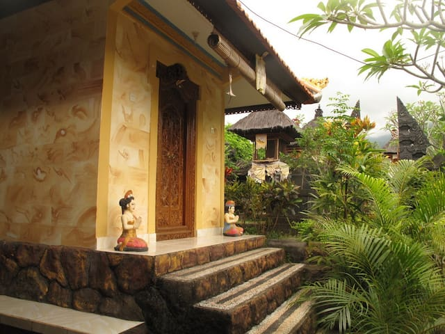 Beautiful balinese house, Aling Aling waterfalls - Sukasada