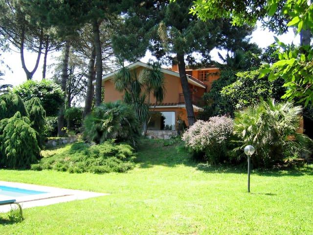 B&B in Private Villa with Pool - Zagarolo