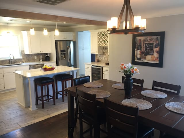 Newly Remodeled Home - Close to Everything - Tulsa - Casa