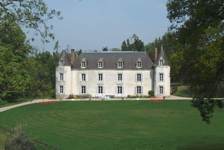 Château de La Ville-Huë 56380 GUER - Guer - Slott