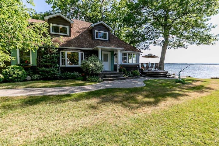 Waterfront Cottage on Lake Couchiching - Orillia - Zomerhuis/Cottage