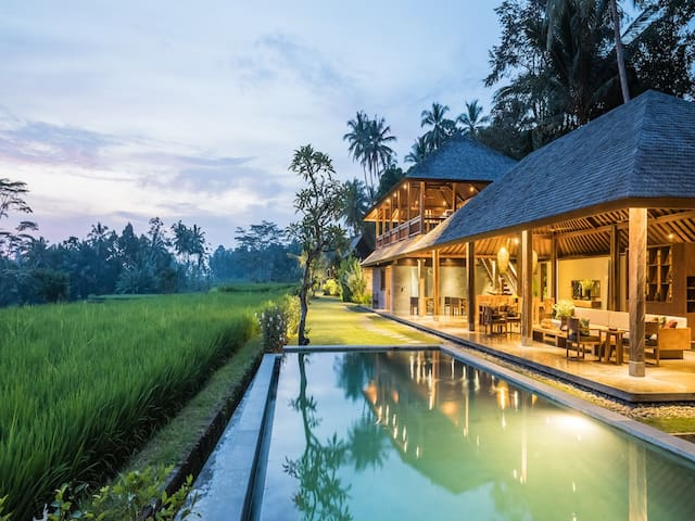 5 BR LUXURY Villa with Pool and INCREDIBLE Views! - Payangan - 別墅