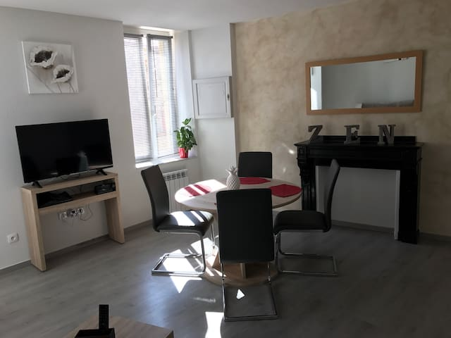 Maison de caractère au coeur du village - Roquefort-des-Corbières - Apartament