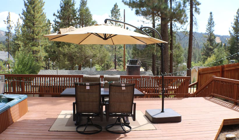 Cozy Cabin with Large Deck and Spa! - Big Bear Lake - Kulübe