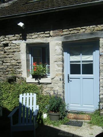 La Bergerie, petite maison de charme en Bourgogne - Baubigny - Gjestehus