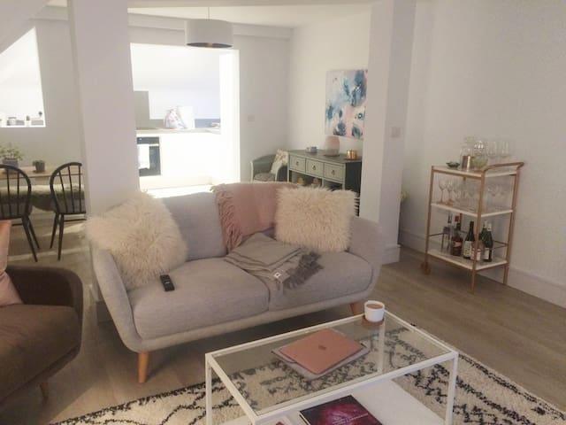 Modern flat on Colchester High Street - Colchester - Apartamento