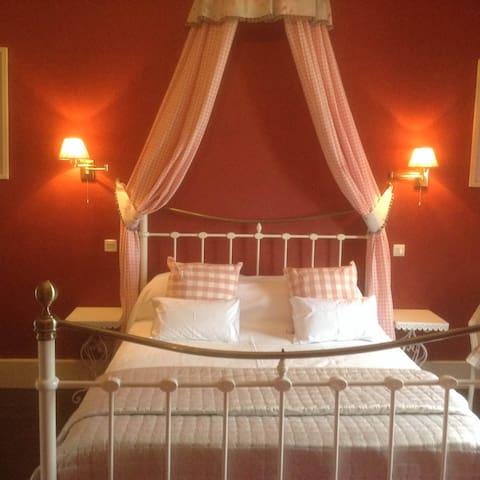'Amelie Suite' Chateau la Roussille - Vindrac-Alayrac - Aamiaismajoitus