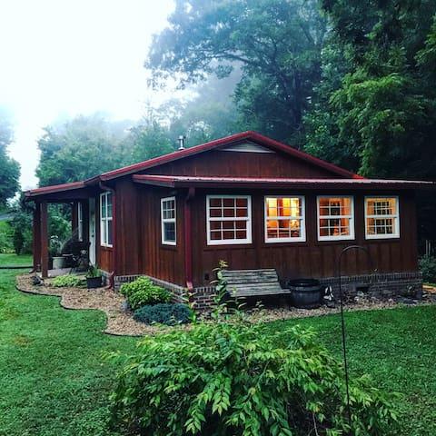 Little Cabin by Indian Creek - Greeneville - Stuga
