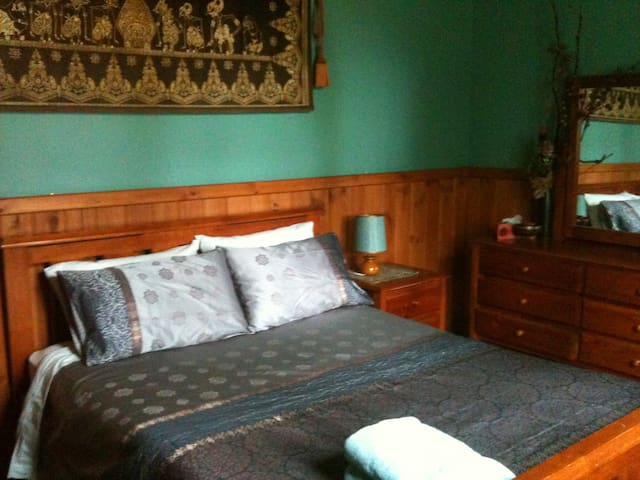 the parish bnb violet town vic - Violet Town - Bed & Breakfast