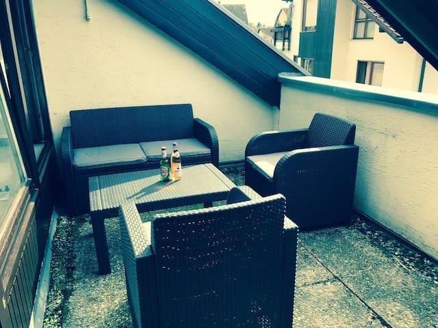 Kleine schöne Wohnung zur kompletten Nutzung. - Asperg - Appartement