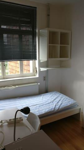 A clean modern room 2 - Kortrijk - Casa