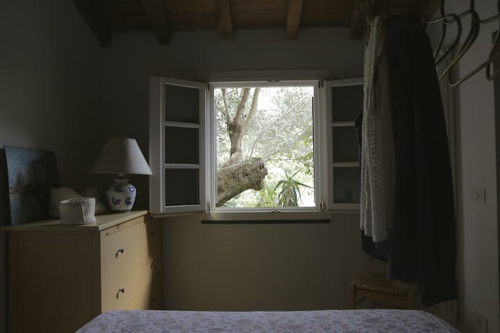 Bedroom in peaceful rural house facing the sea - Zoagli - Huis