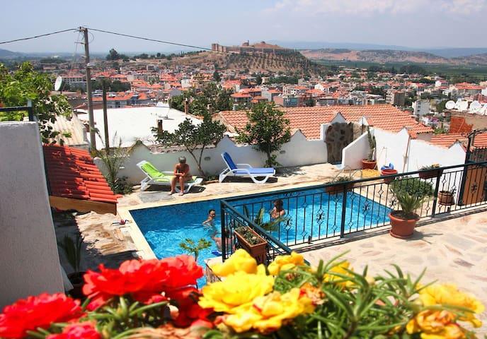 Triple Room @Villa Dreams II, swimming pool & view - Selçuk - Bed & Breakfast