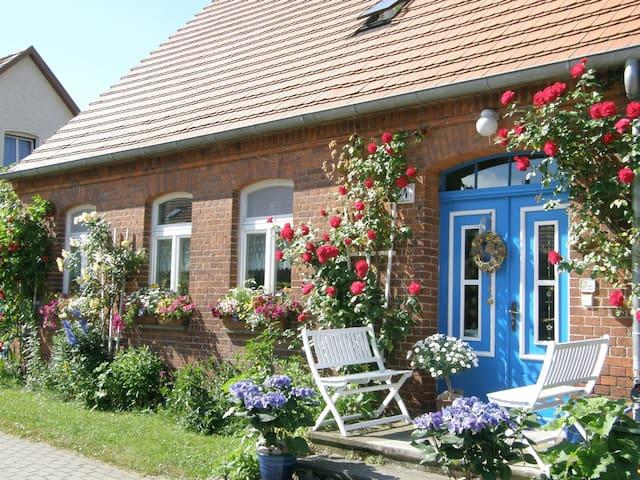 GROUP TRAVEL, FAMILY HOLIDAY & ROMANCE IN a CIRCUS WAGON - Wredenhagen - Apartemen