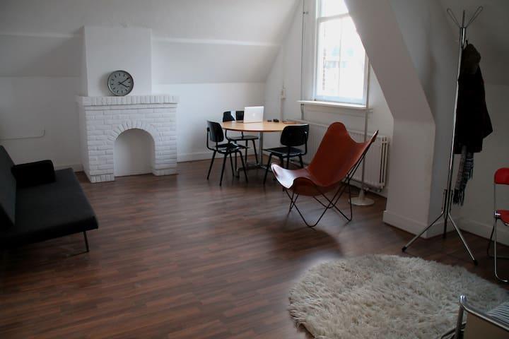 Design studio with Canal view - Breda - Departamento