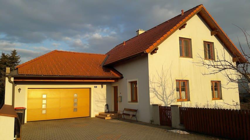 Room with Bath in modern House - Atzenbrugg - Casa