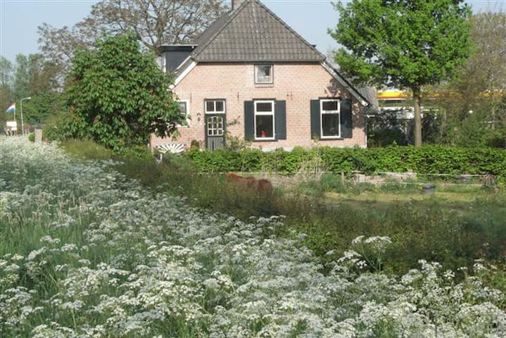 In the countryside but near town - Weurt - Pousada
