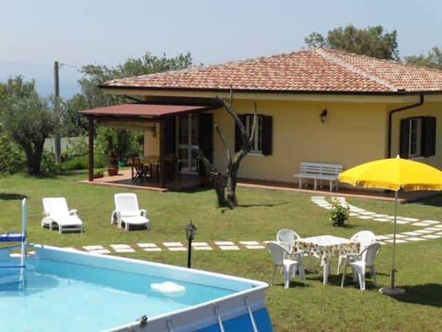Villa near sea in quiet area, with pool garden - Ricadi - Villa