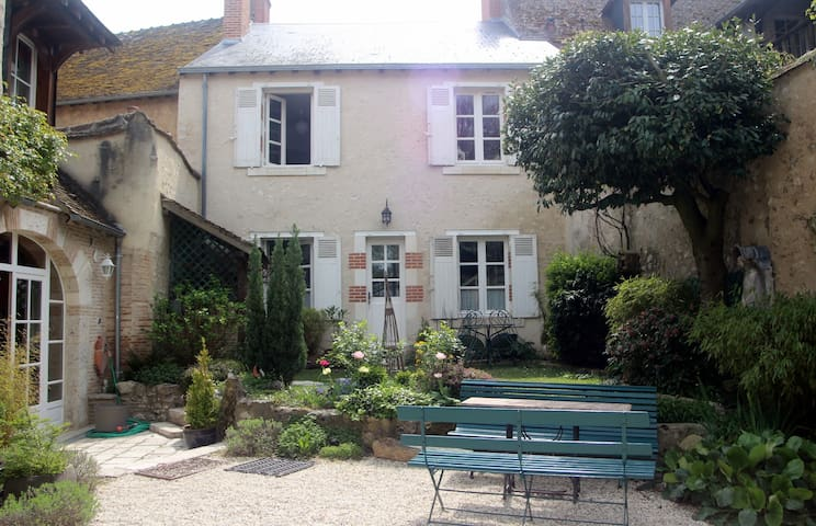 Guesthouse in historical village - Saint-Dyé-sur-Loire - Rumah