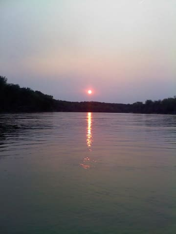 OUR NECK OF THE WOODS...CABIN ON MISSOURI RIVER - Bellevue - Cabaña