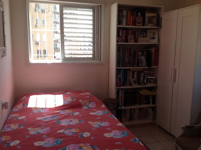 Room for rent in a family apartment - Netanya