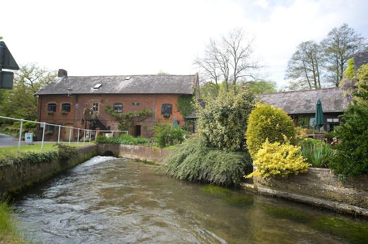 Alderholt Mill a working water mill - Dorset - Bed & Breakfast