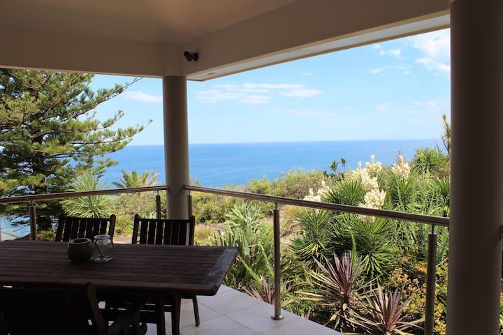 Terrigal Hideaway with Amazing Ocean Views - Terrigal