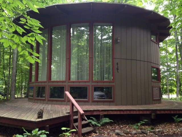 Unique Round Loft Cabin For Weekly Summer Rental - Cedar - Cabaña