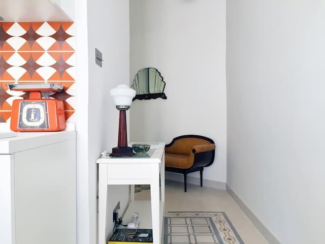 Modern studio full of vintage charm (AC, WiFi, TV) - Il-Gżira - Departamento
